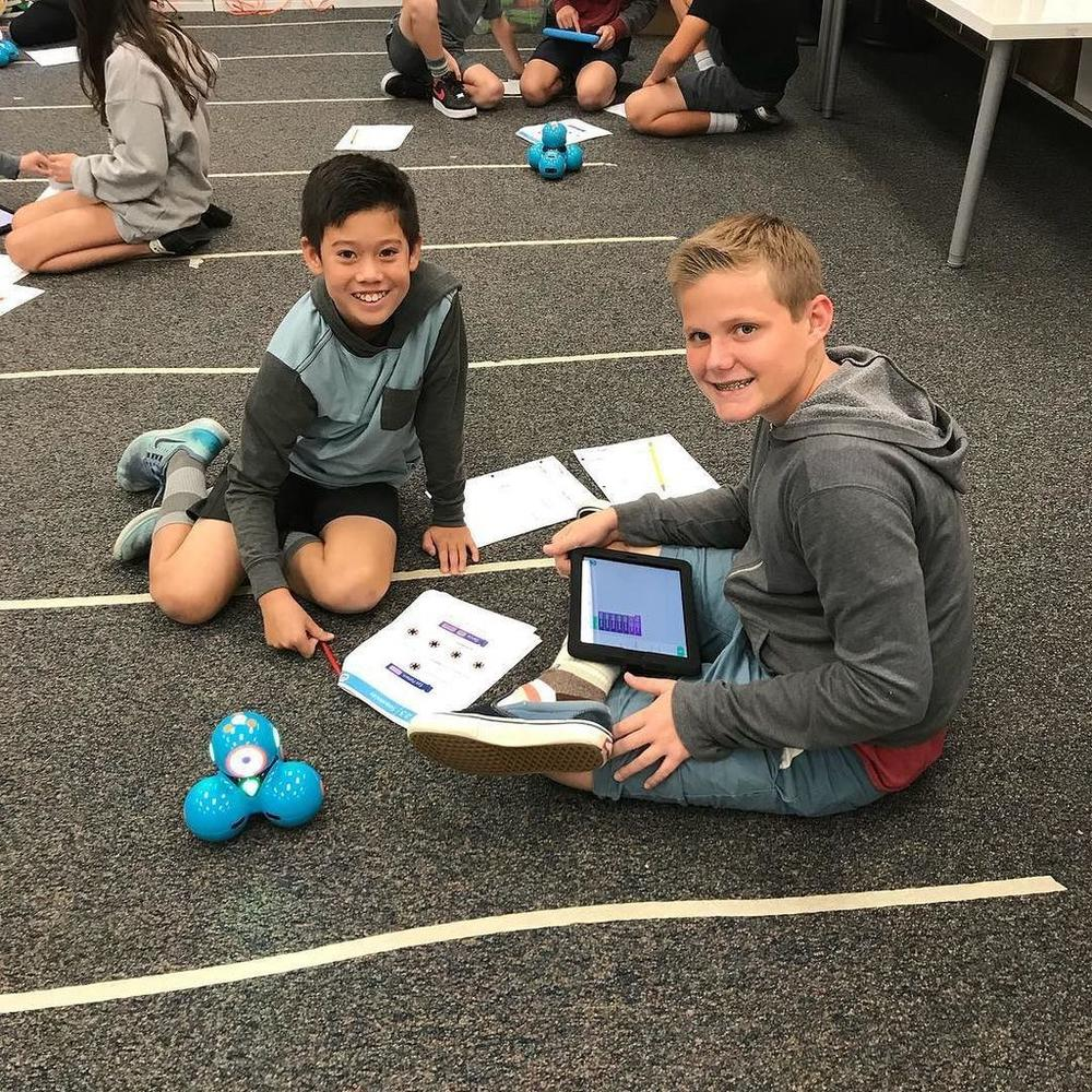 Students Using Dash Robots